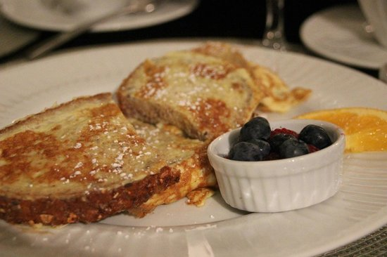 Evergreen B & B: French Toast with Blueberries