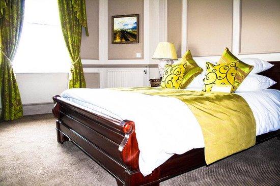 The Royal Hotel : Royal