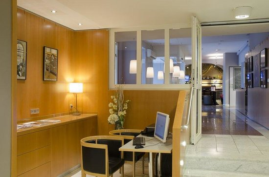Holiday Inn Vienna City: Guest PC and Bar