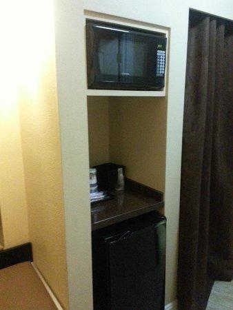 Best Western Airport Plaza: microwave, fridge, coffee maker