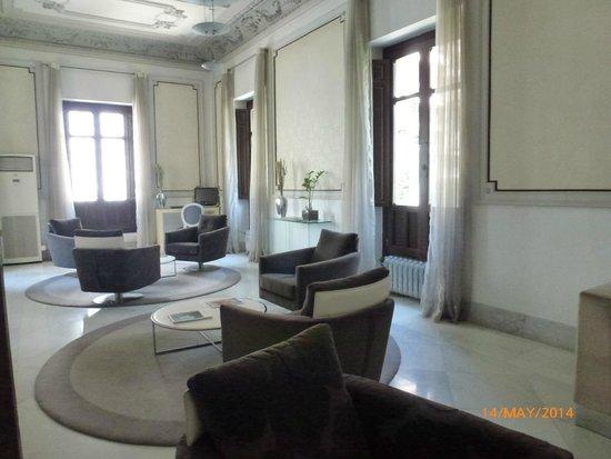 Hospes Palacio de los Patos: Beautiful elegant foyer in the old building.