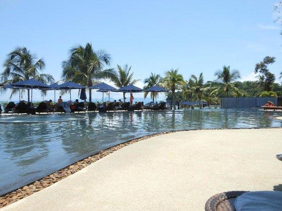 Beyond Resort Krabi: Pool closes at 7pm