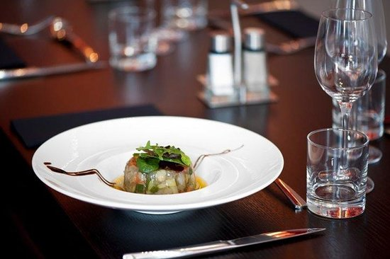 Holiday Inn Paris-Porte De Clichy: French cuisine enhanced by a large choice of Wine and Water