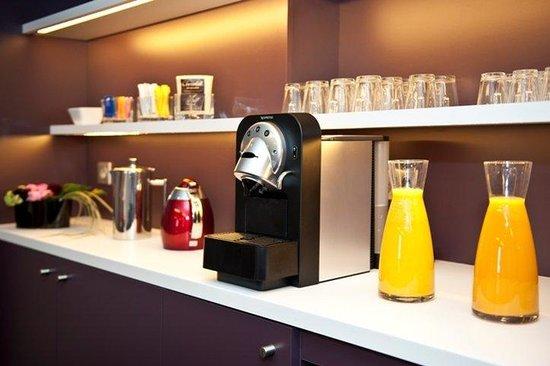Holiday Inn Paris-Porte De Clichy : Coffee break in our boardrooms with nespresso machine