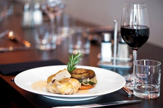 Holiday Inn Paris-Porte De Clichy : Discover our flavoured and modern cuisine at the Door's Restaurant