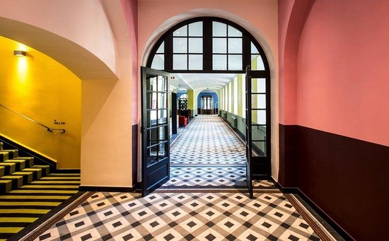 Hotel Jules Cesar Arles MGallery Collection: Corridor access to the Lobby