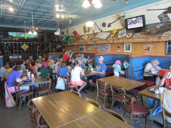 Sven and Ole's Pizza: Dining area.
