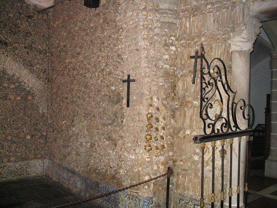 Capela dos Ossos : Wand met menselijke botten