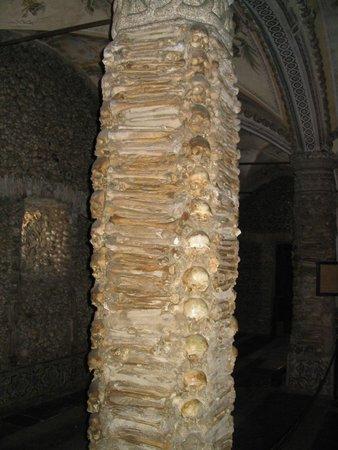 Capela dos Ossos : Pijler van menselijke resren