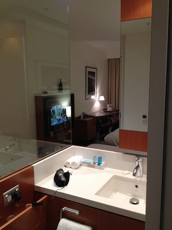 Novotel Christchurch Cathedral Square Hotel: in bedroom sink