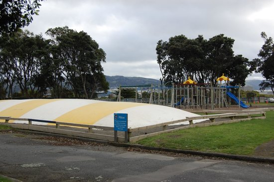 Wellington Top 10 Holiday Park: Jumping Pillow and playground