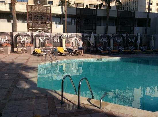 Amman Marriott Hotel : piscine a 8 h du matin