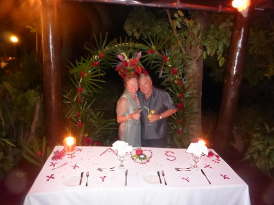 Savasi Island Resort: Wedding Anniversary Celebration