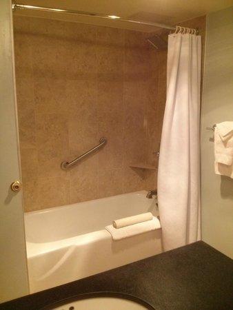 BEST WESTERN PLUS Hood River Inn: Shower