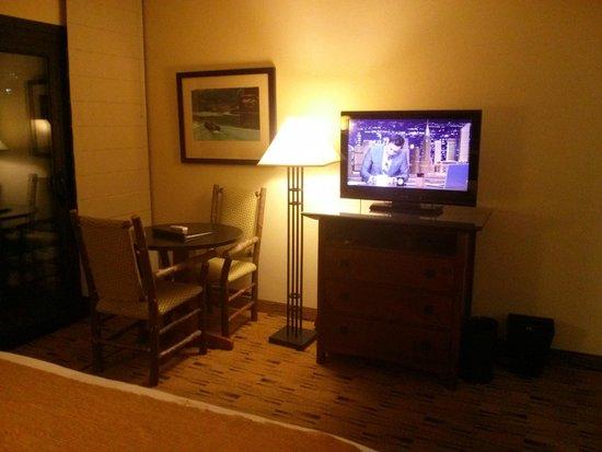 Best Western Plus Hood River Inn: TV and desk