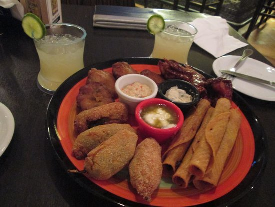 Frontera Sol of Mexico : Fiesta Platter with drinks