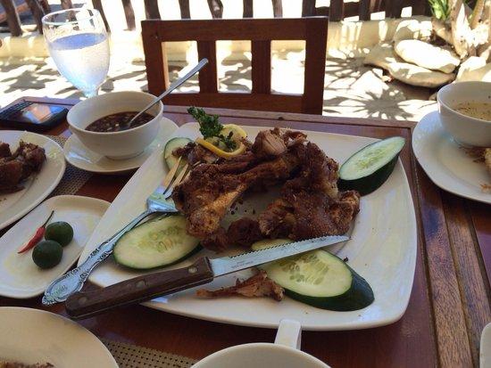 Taramindu Beach Garden Inn: Crispy pata