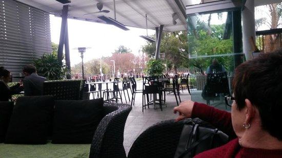 Hotel Urban Brisbane: Enjoying a coffee