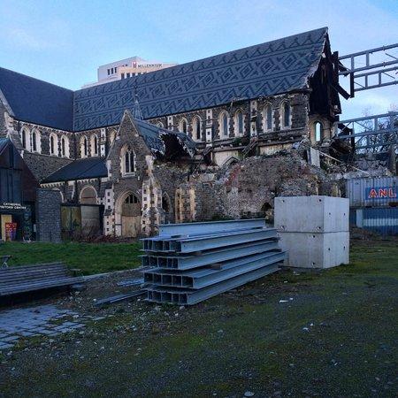 Novotel Christchurch Cathedral Square Hotel: разрушенный Кафедральный Собор рядом