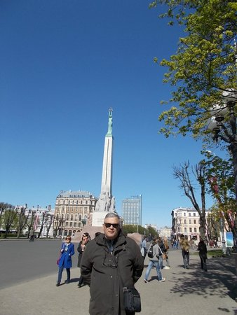 Freedom Monument (Brivibas Piemineklis) : me at Freedom Monument