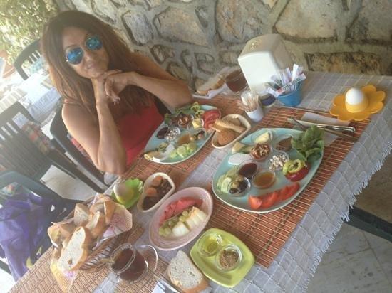 Otel Sevgi: Breakfast is very well prepared and presented