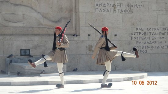 Piraeus Theoxenia Hotel: Парламент-смена караула
