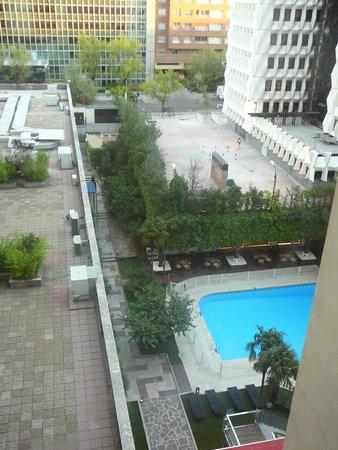 Melia  Castilla: Vue de la piscine depuis l'ascenseur panoramique 1