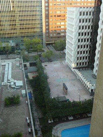 Melia Castilla: Vue de la piscine depuis l'ascenseur panoramique 2