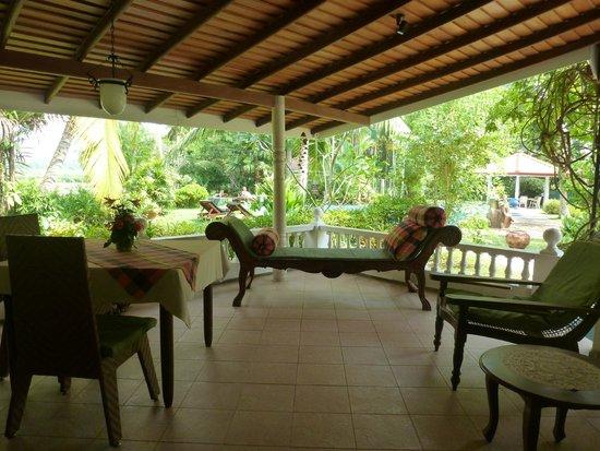 Ayubowan Swiss Lanka Bungalow Resort: Terasse Comfort Bungalow
