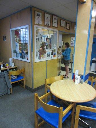 Hoito Restaurant : Strange glass booth where you pay.