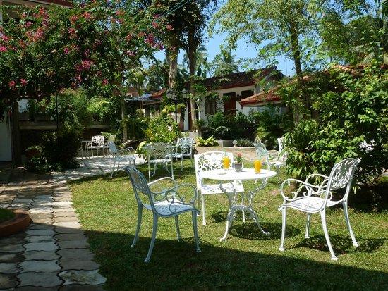 Ayubowan Swiss Lanka Bungalow Resort: Garten