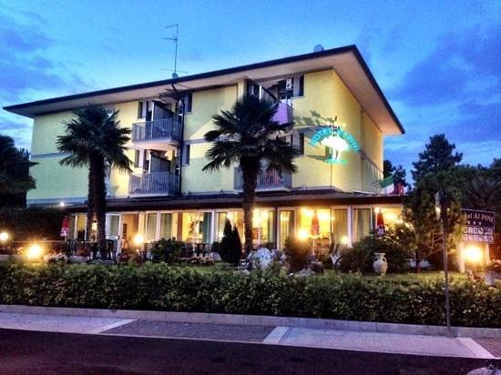 Ai Pini: Hotel mit unserem Balkon