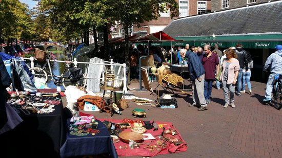 flohmarkt in delft bild von saturday flea market delft tripadvisor. Black Bedroom Furniture Sets. Home Design Ideas