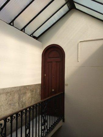 DestinationBCN Apartments & Rooms: entrance to the penthouse