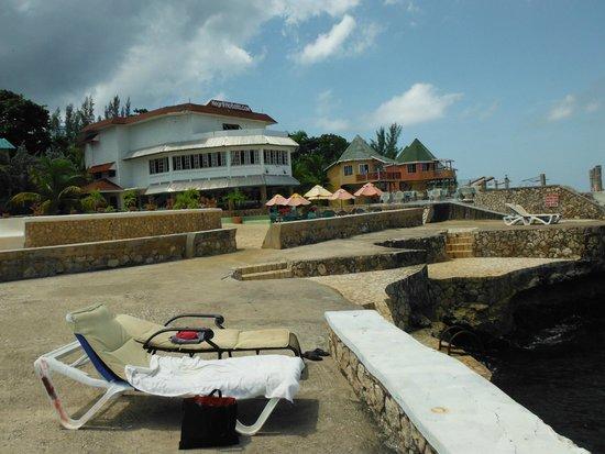 Samsara Cliffs Resort: view from cliff, Bar area
