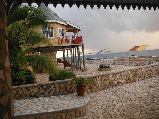 Samsara Cliffs Resort: Little houses, no AC though :(