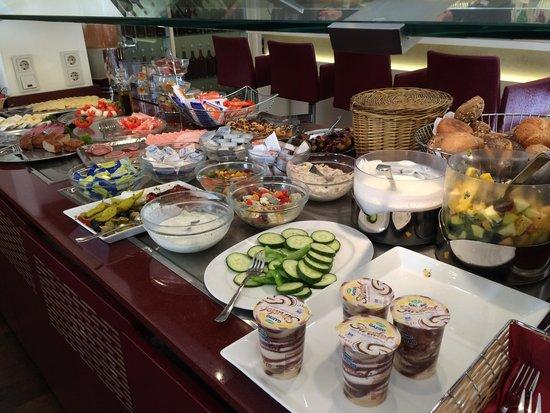 Hotel Hamburger Hof: Gorgeous breakfast