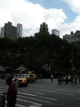 Bryant Park depuis la Sixième Avenue