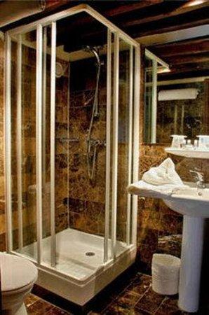Sevres Saint Germain Hotel : bathroom