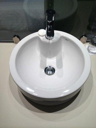 Barcelo Bilbao Nervion : open washroom