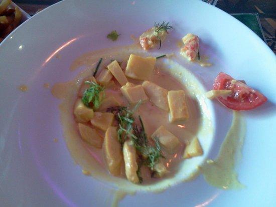 Le Kontiki : 19€ et une crevette ( je l'ai coupée en 2) pour le Curry de coco de crevettes et calamars...une