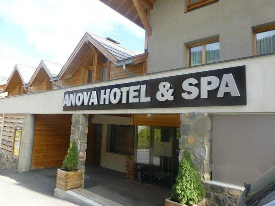 Anova Hotel & Spa : entrée de l'hotel