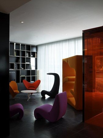 citizenM Schiphol Airport: Lobby View