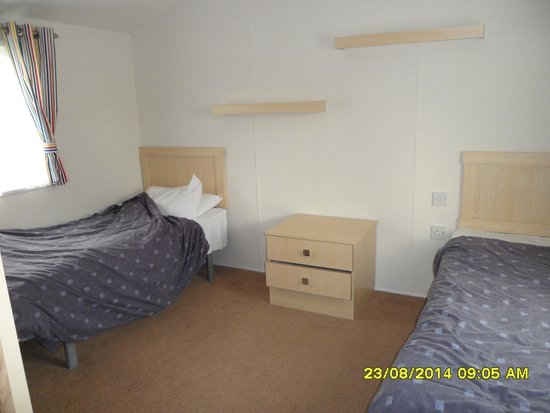 Primrose Valley Holiday Park - Haven: beech rise b5 (adapted) master bedroom