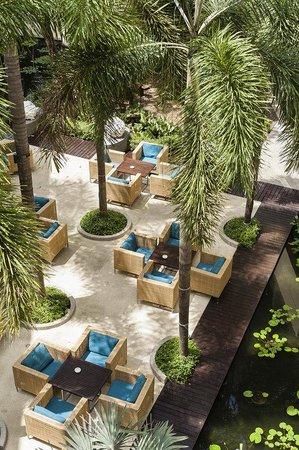 Holiday Inn Resort Phuket: The Bar at Main wing