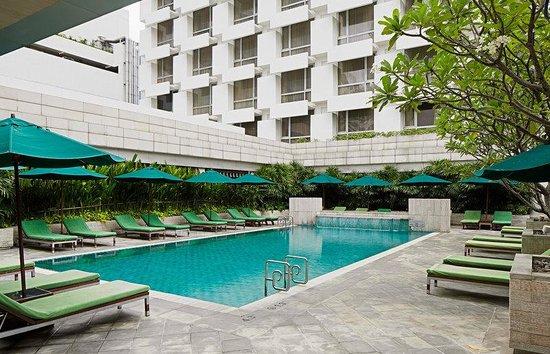 Holiday Inn Bangkok: Swimming Pool
