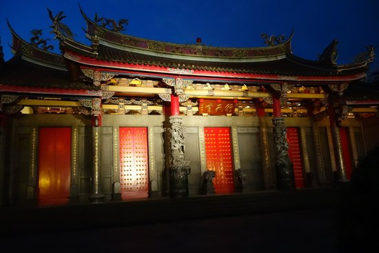Hsing Tian Kong: Another night view