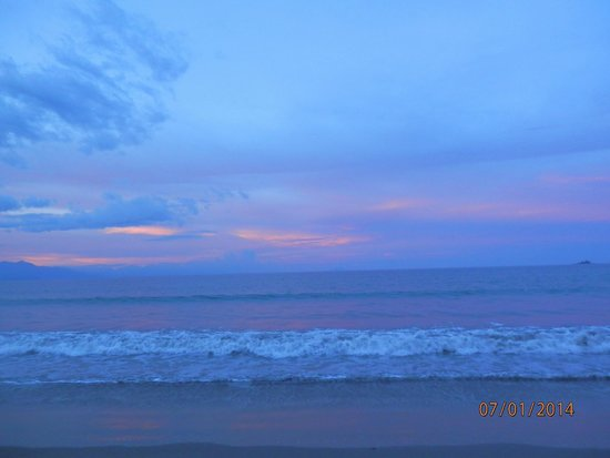 Sabang Beach: sunset in the horizon