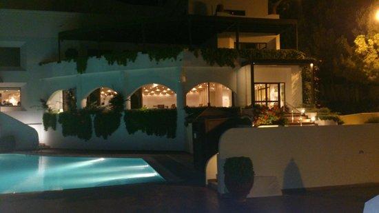 Esperos Village Resort: Piscina in notturna