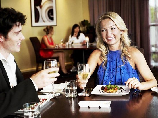Rydges Parramatta: Steeds Club Grill Bar